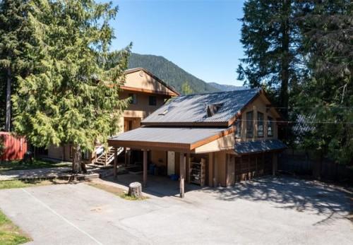 8131 Alpine Way